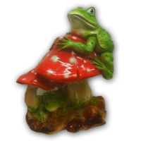 Лягушка на грибах