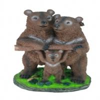 Медведи с бревном