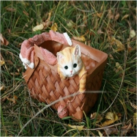 Кашпо котёнок в корзине
