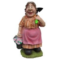 Бабка с тяпкой