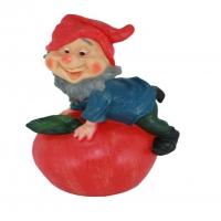 Гном на яблоке